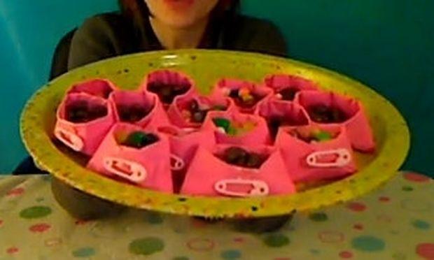 Φτιάξτε θήκες για τα γλυκίσματα της βάπτισης! - Mothersblog.gr 66f3b41b616