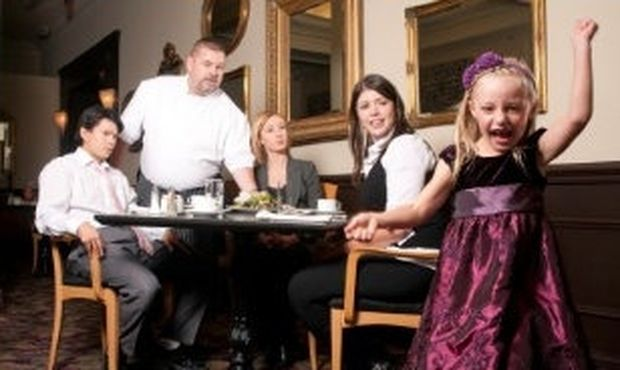 Απίστευτο: Εστιατόριο απαγορεύει την είσοδο σε παιδιά κάτω των 18 ετών!