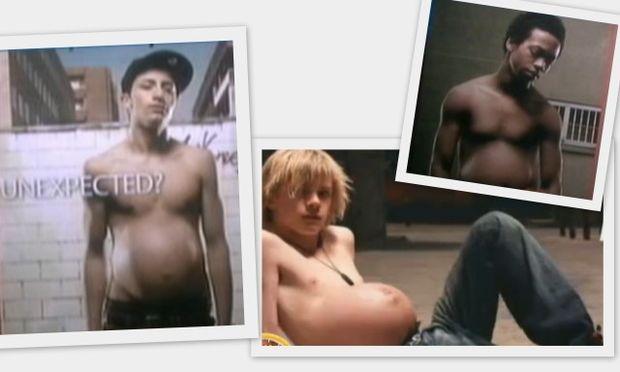 Αγόρια σε ενδιαφέρουσα ποζάρουν σε καμπάνια για τη μείωση της εγκυμοσύνης στην εφηβεία!
