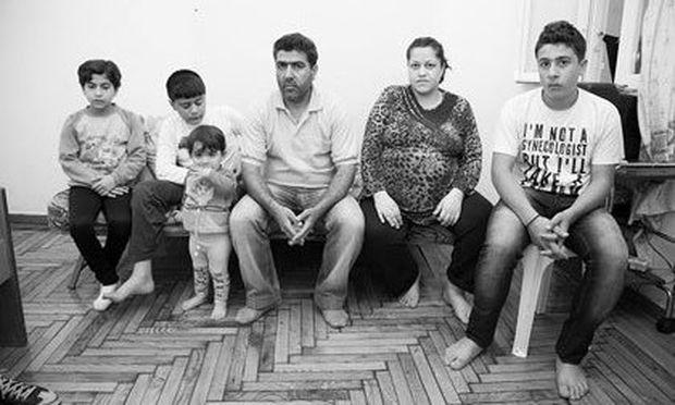 Η συγκλονιστική ιστορία, μίας πολύτεκνης οικογένειας προσφύγων που ζει σήμερα σε ένα δυάρι στην Αχαρνών