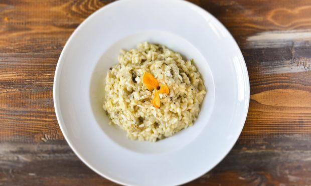 Συνταγή για φανταστικό ριζότο με μελιτζάνες και κολοκυθοανθούς από το Γιώργο Γεράρδο