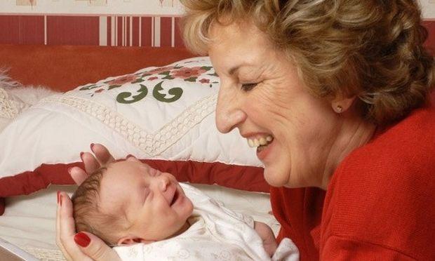 Αυτή είναι η γηραιότερη μητέρα της Αγγλίας!