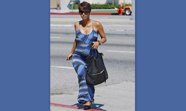Χάλι Μπέρι: Κάνει ψώνια για το μωρό… τσιμπολογώντας!
