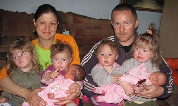 Γέννησε 6 κορίτσια μέσα σε 3 χρόνια (φωτογραφίες)