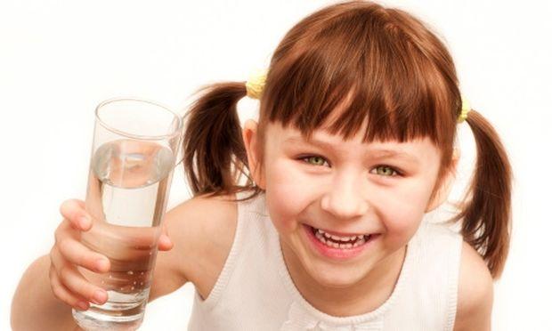 Πόσο νερό πρέπει να πίνει το παιδί μου;
