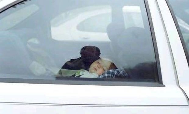 Απίστευτο: Στην Αμερική έβγαλαν μέχρι και οδηγίες για να μη ξεχνούν οι γονείς τα παιδιά τους στο αυτοκίνητο