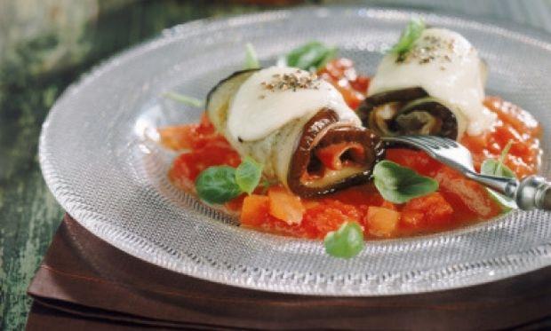 Συνταγή για ελαφριά ρολάκια μελιτζάνας με κιμά!