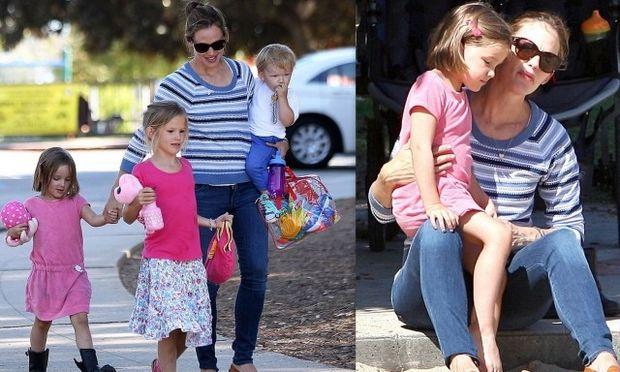 Τζένιφερ Γκάρνερ: Με τα παιδιά της στην παιδική χαρά!