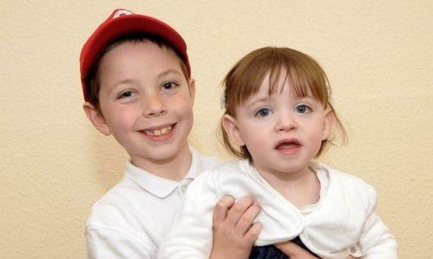 8χρονο αγοράκι έχει σώσει την αδελφή του 22 φορές από τον θάνατο!