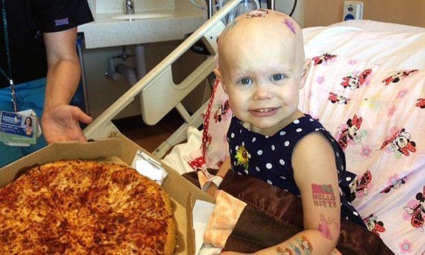 Πώς ένα 2χρονο κοριτσάκι με καρκίνο έκανε πίτσα-πάρτι στο νοσοκομείο!