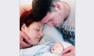 Το μωρό τους ήταν υγιές και πέθανε από λάθος γιατρών την ώρα της γέννας!