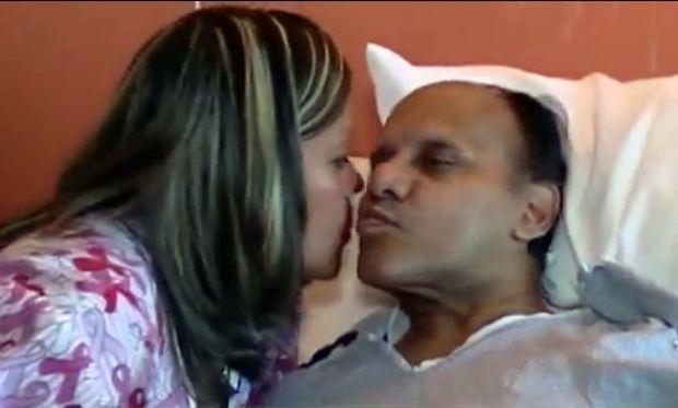 Νοσοκόμα ανακαλύπτει ότι ασθενής της είναι ο πατέρας που την είχε εγκαταλείψει! (Βίντεο)