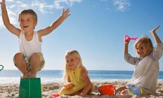 Να τιμωρούνται εκ νόμου οι γονείς που εκθέτουν τα παιδιά τους στον ήλιο!
