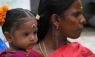 Πολιτική πληθυσμού στην Ινδία: Πληρώνουν τους νιόπαντρους να μην κάνουν παιδιά!