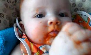 Όταν ένα μωρό ενθουσιάζεται με τα… καρότα! (βίντεο)