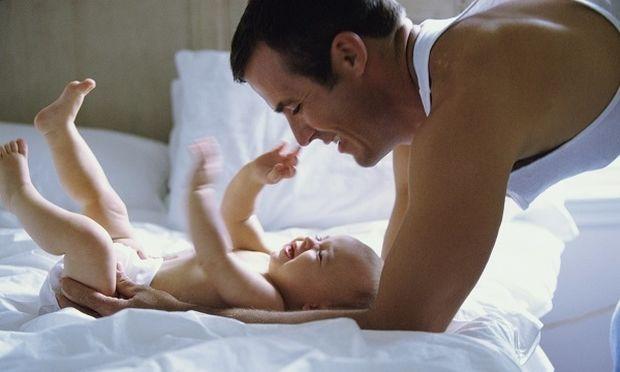 «Εγινα πατέρας! Και τώρα;» - Χρήσιμες συμβουλές από τον Θάνο Ασκητή για το νέο μπαμπά!