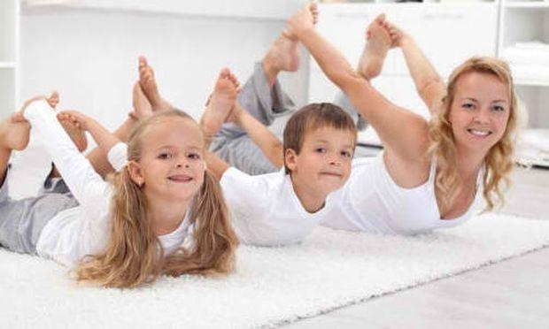 Δεν έχετε χρόνο για γυμναστική; Κάντε ασκήσεις μαζί με τα παιδία σας!