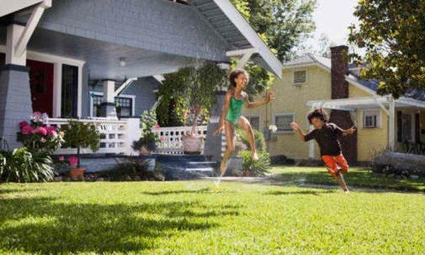 Αφήστε το παιδί να παίξει στον κήπο! Κανόνες ασφάλειας!