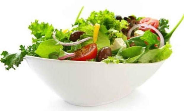 Συνταγή για θρεπτική καλοκαιρινή σαλάτα!