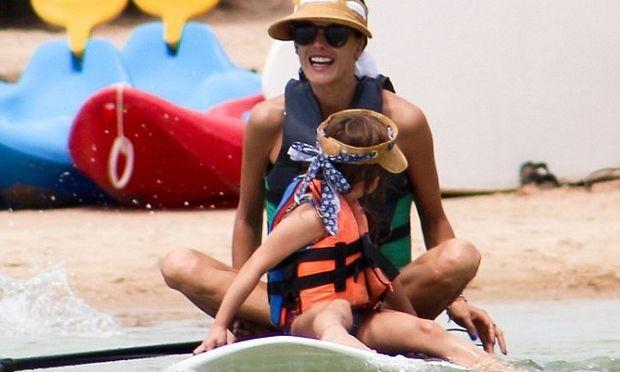 Αλεσάντρα Αμπρόσιο: Κανό με την κόρη της Άνια! (φωτογραφίες)