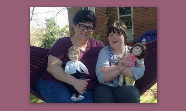 Μητέρα κατασκεύασε κούκλες με σύνδρομο Down για να χαροποιήσει το παιδί της!