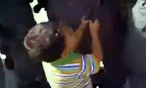 Συγκλονιστικό βίντεο: Ο σπαραγμός ενός 5χρονου παλαιστίνιου για τον μπαμπά του!