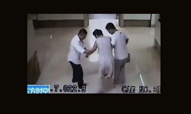 Απίστευτο: Μωρό γεννήθηκε έξω από την πόρτα του χειρουργείου! (βίντεο)