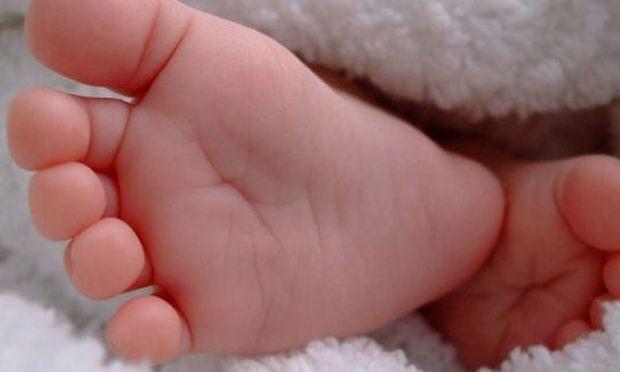 ΣΟΚ: Ζωντανό ήταν το νεογέννητο αγοράκι όταν το πέταξαν στη χωματερή της Ηλείας!