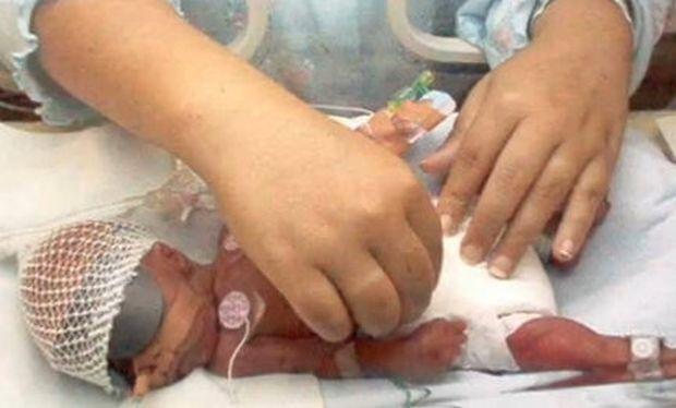 Η ιστορία του Ρόναν που γεννήθηκε πρόωρα και κατέκτησε τη ζωή! (βίντεο)