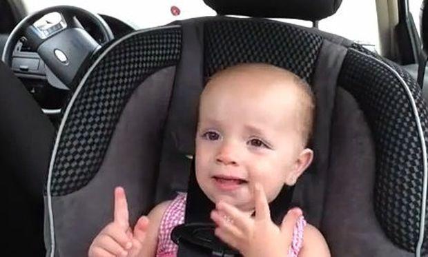 Τραγουδάει πολύ χαριτωμένα Έλβις Πρίσλεϊ (βίντεο)
