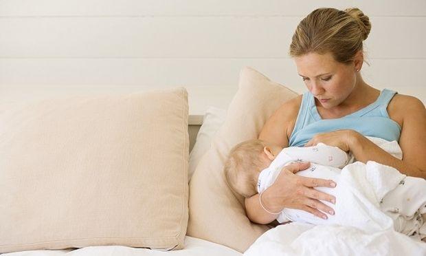 «Πώς πρέπει να τρέφομαι τώρα που θηλάζω το μωρό μου;» από τη διατροφολόγο Ευσταθία Παπαδά