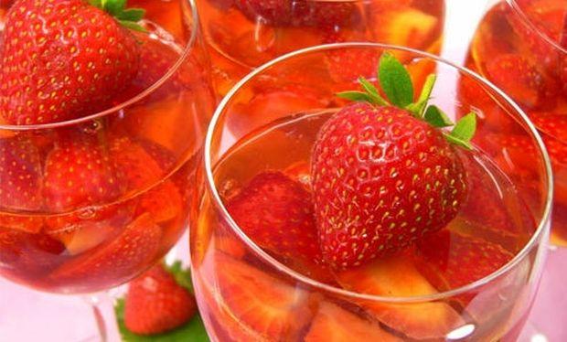 Συνταγή για το πιο δροσερό και αρωματικό ζελέ φρούτων!