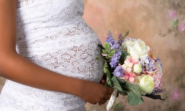 Είστε έγκυος και οργανώνετε παράλληλα τον γάμο σας; Συγχαρητήρια μπορείτε να τα καταφέρετε!