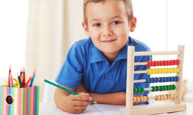 4 + 1 tips για να οργανώσετε σωστά τον χώρο μελέτης του παιδιού σας λίγο πριν χτυπήσει το κουδούνι!