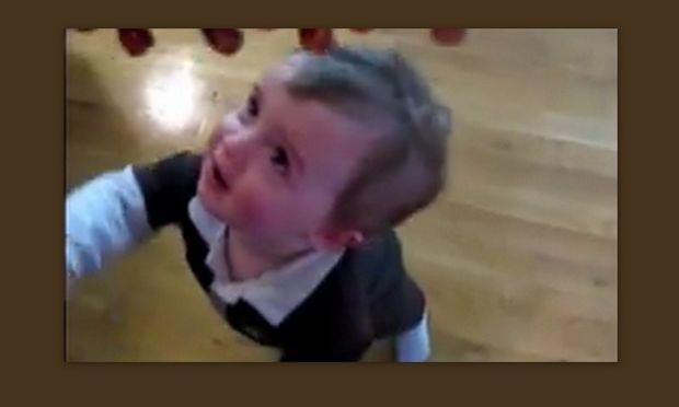 Βίντεο: Το μωρό… λαμπατέρ!