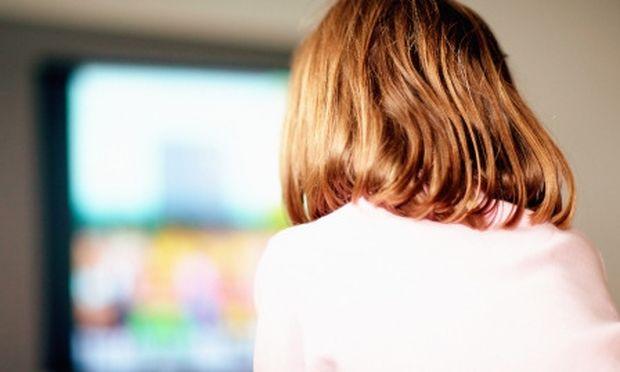 Πόσο η τηλεόραση στο υπνοδωμάτιο επηρεάζει το μορφωτικό επίπεδο του παιδιού;