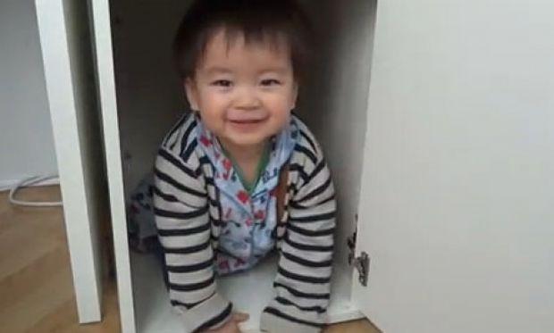 Κρύβεται και το διασκεδάζει! (βίντεο)