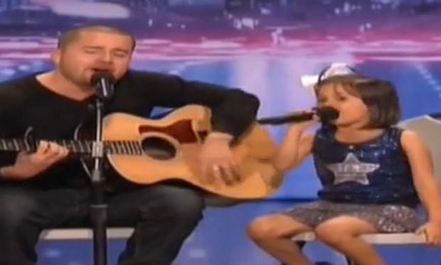 Το απίθανο ντουέτο ενός μπαμπά με το 7χρονο κοριτσάκι του που τρέλανε το «Αμερική έχεις ταλέντο»! (βίντεο)