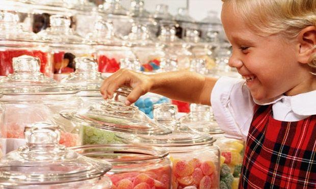 Γιατί πρέπει να περιορίσουμε τη ζάχαρη από τη διατροφή του παιδιού μας;