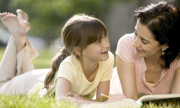 Έρευνα: Γιατί είναι σημαντικό οι γονείς να διαβάζουν στα παιδιά!