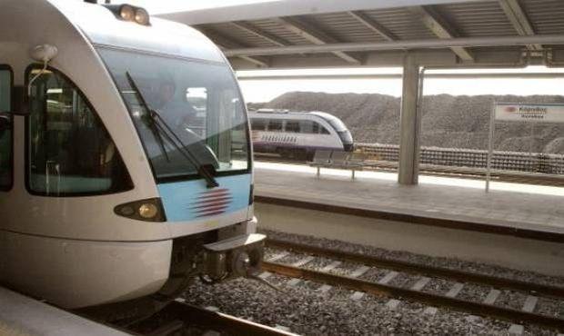 ΣΟΚ στη Λάρισα: Έβαλε την ανήλικη κόρη του να οδηγήσει το τρένο