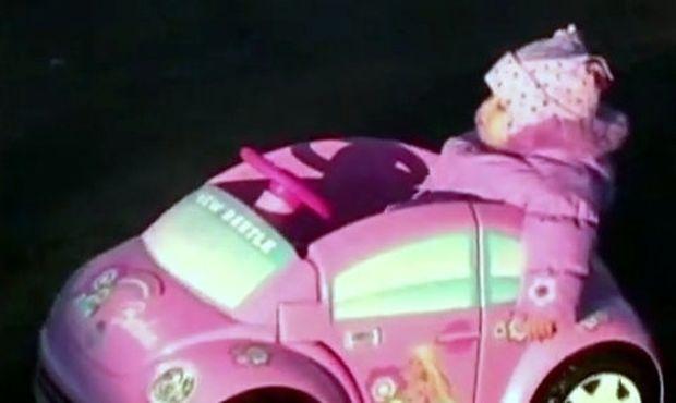 Απολαυστικό βίντεο: Την πήρε ο ύπνος πάνω στο τιμόνι! (βίντεο)
