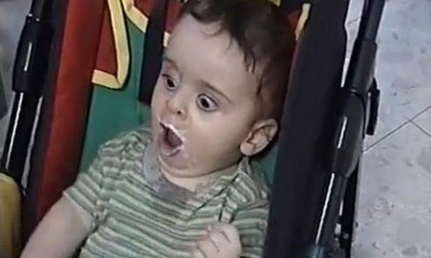 Αυτό το μωρό πεινάει πραγματικά! (βίντεο)