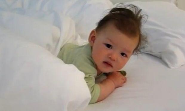 Δείτε το πιο τρυφερό και γλυκό ξύπνημα! (βίντεο)