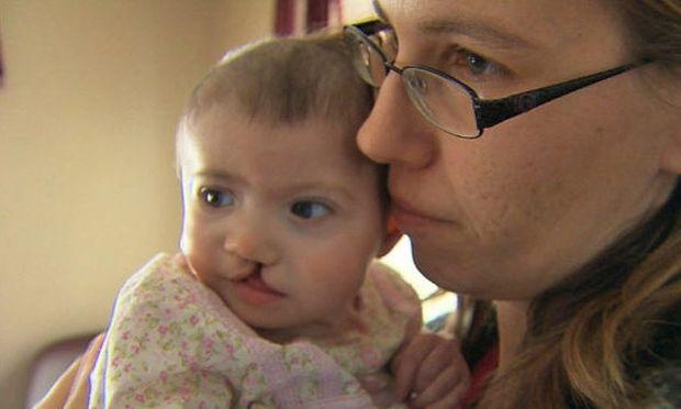 Παρένθετη μητέρα αρνείται το ποσό των 10.000 δολαρίων για να κάνει έκτρωση