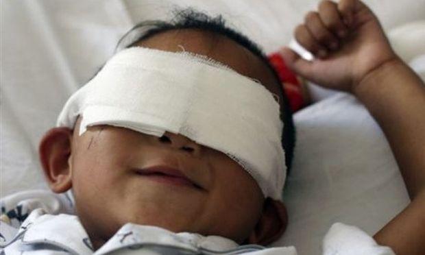Γιατρός προσφέρθηκε να κάνει εμφύτευση ματιών στον εξάχρονο από την Κίνα!