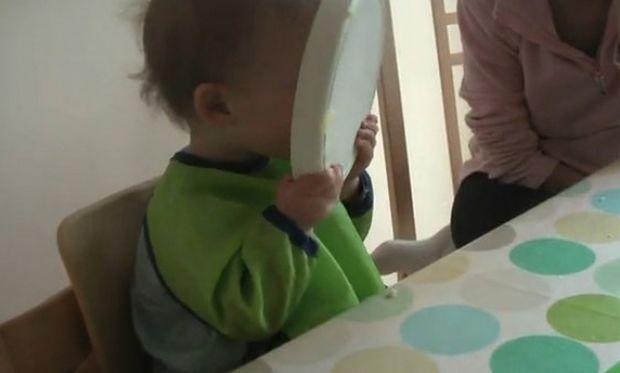 Όταν  ένα μωρό ανακαλύπτει την… πατάτα! (βίντεο)