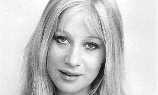 Από μικρή, κούκλα: Ποια μεγάλη κυρία του κινηματογράφου είναι η σέξι ηθοποιός της φωτογραφίας;