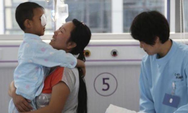 Με επιτυχία το χειρουργείο στα μάτια του 6χρόνου από την Κίνα!
