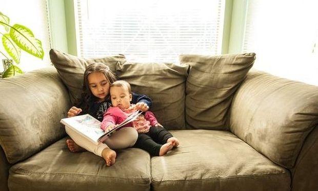 Έδωσε το έμβρυο της σε οικογένεια που δεν μπορούσε να κάνει παιδί και τώρα μεγαλώνουν τα παιδιά τους μαζί σαν αδέλφια